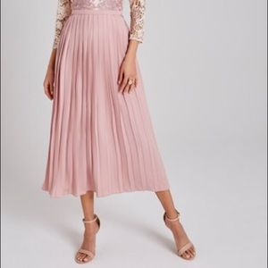 NWOT Pleated long skirt
